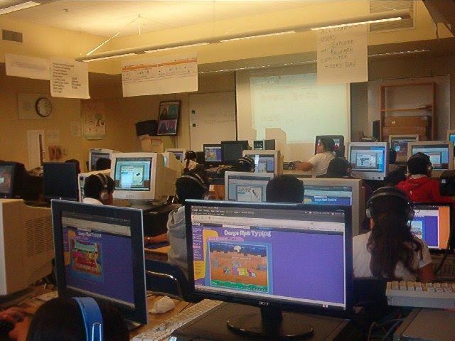 laboratorio de computación de una escuela con ubuntu
