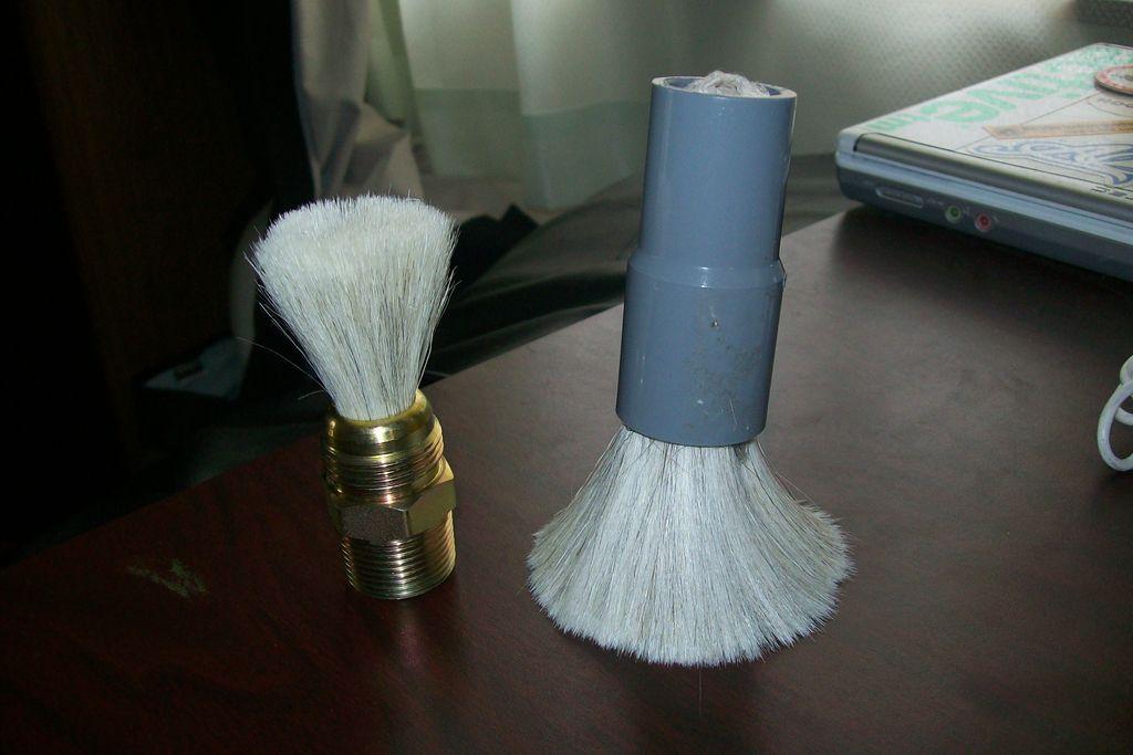 Brocha de afeitar hecha con una brocha para pintar