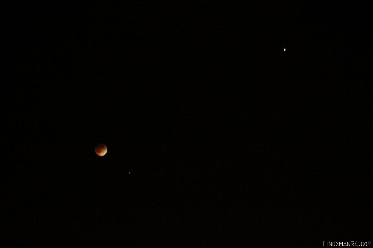 La luna eclipsada, Spica y Marte 15-abr-2014