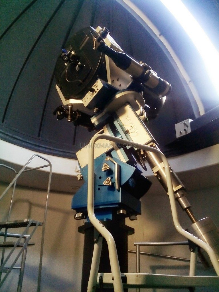Telescopio en el Planetarium del Bosque Urbano