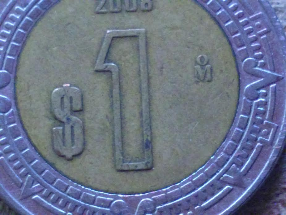 Moneda de un peso con lupa plus hd