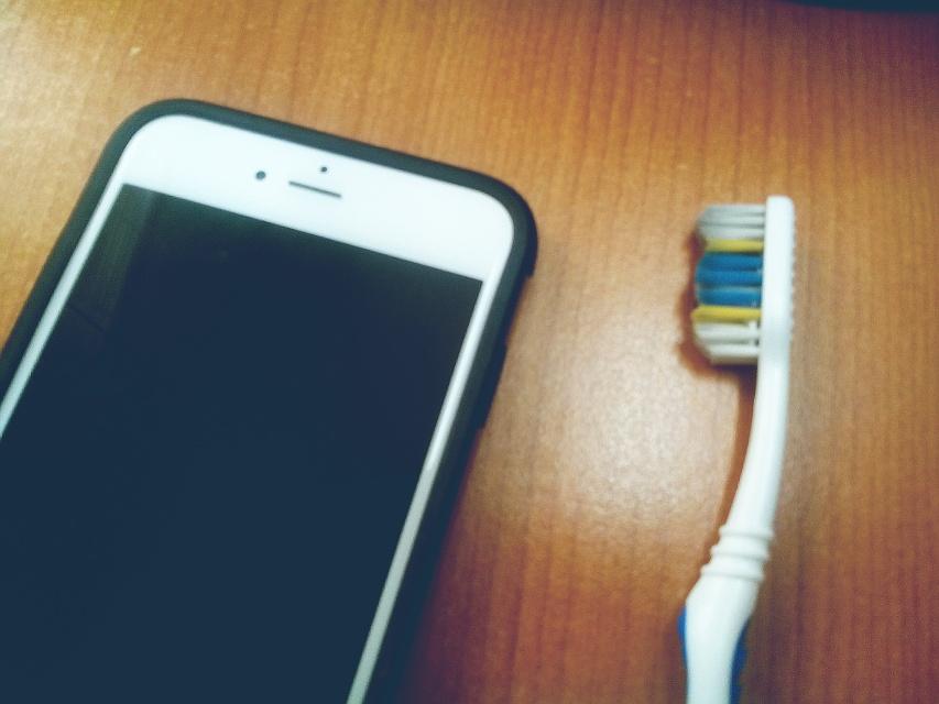 un cepillo de dientes usado para la limpieza | mi celular no se escucha