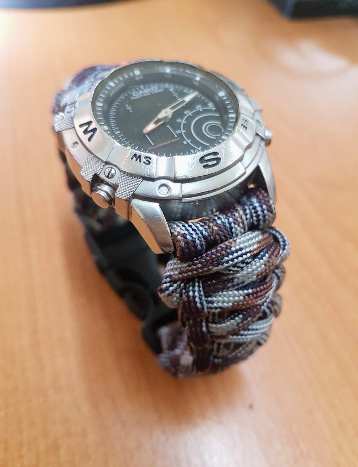 Correa de reloj hecha con paracord