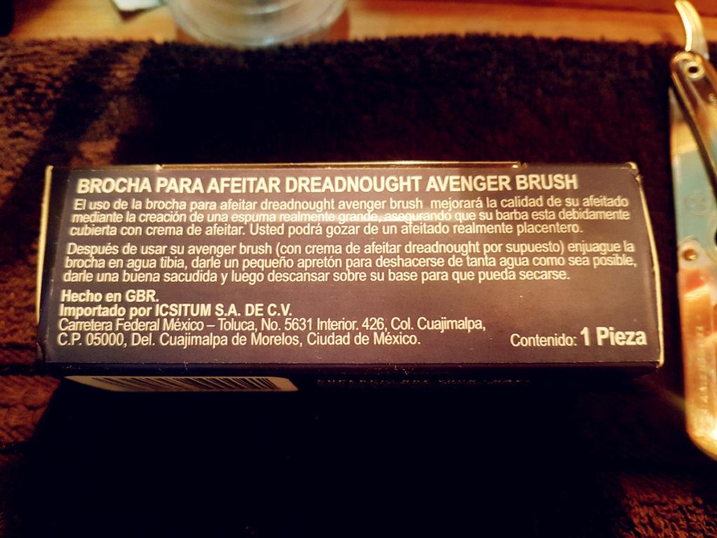Etiqueta en la brocha de afeitar.